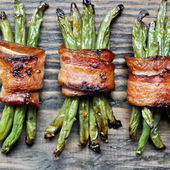 bacon wrapped roasted green bean bundles